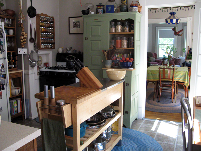 Image of Emilie Hardman's kitchen.